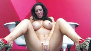 Super sexy Jayden Jaymes teases and masturbates