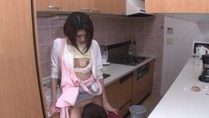 Asian beauty Hinata Hyuga gets her pussy licked in the kitchen