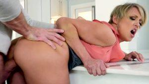 Big titties mother i´d like to fuck deep throat and jizz in mouth